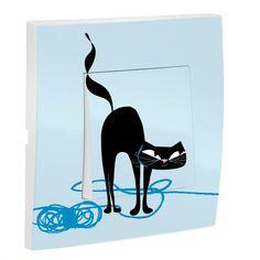 Craquez pour ce bel interrupteur bleu sur le thème des chats ! Original et aux couleurs douces, il complètera à merveille la décoration de sa chambre. Imprimé sur un mécanisme de qualité, cet interrupteur décorépersonnalisera son éclairage tout en alliant sa passion pour les chats. Conforme aux normes CE et label NF  Dimensions de l'interrupteur : 8 x 8 cm