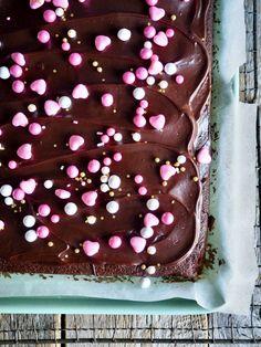 Digg sjokoladekake i panne – Mat på bordet – Oppskrifters Snacks, Cake, Desserts, Recipes, Food, Baking Soda, Tailgate Desserts, Appetizers, Deserts