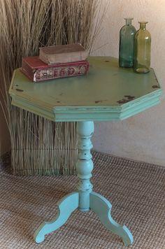 Shabby Chic Tisch, Beistelltisch von Junikumo auf DaWanda.com