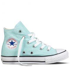 Mint groene gympen van Converse. Deze all stars hebben een rubberen zool en een vetersluiting.