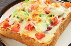 Vegetarian Pizza Toast Recipe via Toast Pizza, Toast Sandwich, Breakfast Sandwiches, Salad Sandwich, Chicken Sandwich, Sandwich Recipes, Pizza Recipes, Vegan Recipes, Lacto Vegetarian Recipe