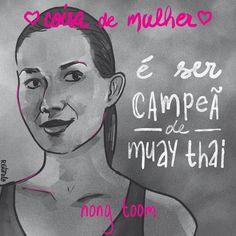 """O que é coisa de mulher? Uma série de lindas ilustrações criada pela ilustradora Raquel Vitorelo nos dá uma lição de história e mostra grandes mulheres e suas conquistas. Por que coisa de mulher é o que ela quiser que seja. Nong Toom foi campeã de Muay Thai e hoje ensina o esporte para crianças, além de criar programas de apoio à comunidade LGBT. Toom se tornou lutadora para poder oferecer uma vida melhor para seus pais de origem pobre. Ela é """"katoey"""" (mulher trans)."""