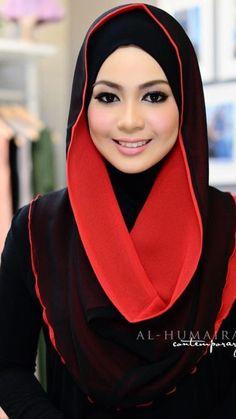 Red black hoodie Más