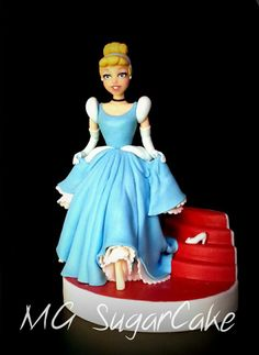 mg sugar cake Sewing Doll Clothes, Sewing Dolls, Beautiful Cakes, Amazing Cakes, Polymer Clay Disney, Sweet 16 Cakes, Disney Figurines, Sugar Cake, Fondant Figures