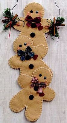 50 Gingerbread Decoration Ideas – Christmas Craft Ideas The gingerbread man used to only be a favorite motif for cookies. But his popularity has now extended beyond the kitchen. Now he is decorating homes; Gingerbread Crafts, Gingerbread Decorations, Christmas Gingerbread House, Felt Christmas Decorations, Felt Christmas Ornaments, Noel Christmas, Homemade Christmas, Gingerbread Cookies, Ramadan Decorations
