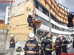 BF Wien: Bauarbeiter stürzt 8 Meter tief ab #feuerwehr #firemen #rescue #building #vienna #austria