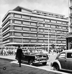 ul. Krucza / Al. Jerozolimskie - CDT, lata 50./60. (fot. Edmund Kupiecki) Ppr, Illusions, City Photo, To Go, Louvre, Amalfi, Street View, Europe, Black And White