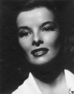 Katharine Hepburn was an American actress of film, stage, and television. Known for her headstrong independence and spirited personality, Hepburn was a leading lady in Hollywood for more than 60 years. Viejo Hollywood, Hollywood Icons, Old Hollywood Glamour, Golden Age Of Hollywood, Vintage Hollywood, Hollywood Stars, Classic Hollywood, Hollywood Actresses, Katharine Hepburn