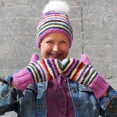 Gratis strikkeoppskrift på stripelue og votter Mitten Gloves, Mittens, Ravelry, Knitted Hats, Winter Hats, Animal, Knitting, Threading, Knit Hats