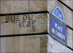 La place de l'Odéon  (Paris 6ème)