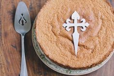 The secret recipe for a Spanish Cake, Tarta de Santiago (Almond Orange Cake) •thevintagemixer.com