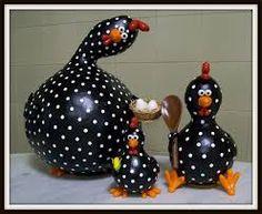 Resultado de imagem para arte em cabaça galinhas