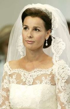 Princess Anita, daughter in law of Princess Margriet, wears the Ears of Wheat Tiara on her wedding day, 2005