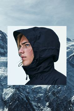 Black padded ski jacket in breathable wind- & waterproof functional fabric. Lined hood, lift pass pocket, thumbhole cuffs, and ventilating mesh panels. | H&M Sport