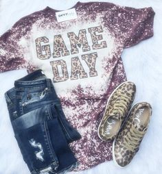 Bleached Maroon Game Day Graphic Tee T-Shirt – Basic Game Day Shirts Gebleichte Shirts, Vinyl Shirts, Fall Shirts, Bleach Shirt Diy, Diy Shirt, Ty Dye, Football Mom Shirts, School Football, Boutique Shirts