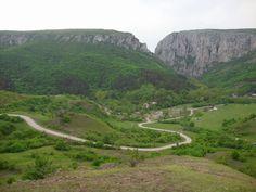 TUDOR PHOTO BLOG: Muntii Apuseni-TOP 15 Atractii Turistice,Apuseni Mountain-TOP 15 Touristic Attractions,Romania,Europe Tudor, True Beauty, Romania, Attraction, Golf Courses, River, Mountains, Country, Photo Blog