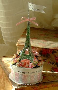 Paris Eiffel Tower cake topper for your French vintage inspired wedding - mai Oui