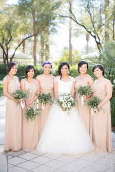 Photography: J. Anne Photography - www.j-annephotography.com  Read More: http://www.stylemepretty.com/southwest-weddings/2014/03/17/traditional-las-vegas-wedding/