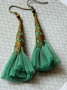 Diy Jewelry : DIY – Fabric earrings … -Read More – Fabric Earrings, Fabric Beads, Beaded Earrings, Beaded Jewelry, Handmade Jewelry, Green Earrings, Gold Earrings, Silver Jewelry, Beaded Bracelets