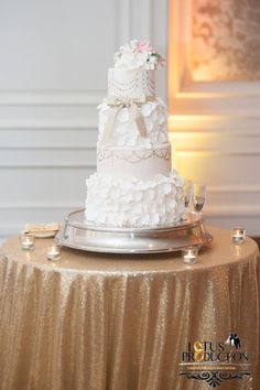 Most creative #wedding #cake photos and designs for a sweet and unique dessert table come your big day.