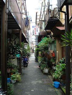 Tsukishima, Koto city, Tokyo. 月島 路地裏