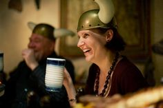 Päällikön pitojen kohokohta on ruoka, joka valmistetaan Haraldin herkkukeittiön parhaista suunmukaisista. Herkullisen ja runsaan menun pidoissa esittelee Patavahtien päällikkö, joka johdattaa tarinoillaan osallistujat matkalle viikinkiaikaan. Ja Haraldin käskystä henkilökuntamme pitää huolta, että ruokaa riittää pöydässä koko pitojen ajan suuremmankin nälän taltuttajien ollessa paikalla. www.ravintolaharald.fi Vikings, Restaurant, The Vikings, Diner Restaurant, Restaurants, Dining, Viking Warrior