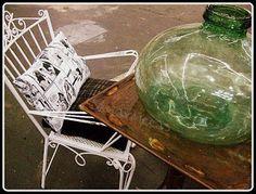 Botellón y silla Feria desembalaje de antigüedades 2013 BEC