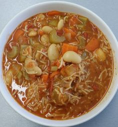 Good4U - Blog. Minestrone soup for Michelle's healthy eating plan. This soup is packed with veggies and beans and will keep you fuller for longer. Get Healthy, Healthy Eating, Clean Plates, Eating Plans, Chili, Beans, Veggies, Soup, Blog