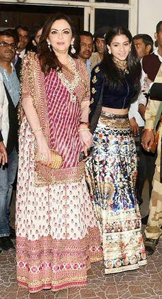 ambani s fam for priyanka chopra s shaadi Indian Bridal Fashion, Indian Wedding Outfits, Indian Outfits, Dress Muslim Modern, Wedding Saree Blouse, Lehriya Saree, Bandhani Saree, Lehenga, Elegant Saree