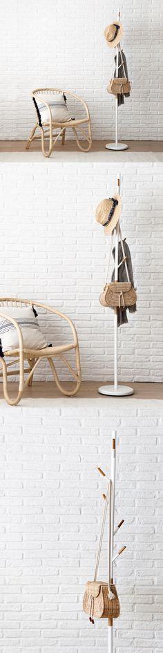 Perchero blanco Cota | Cota, un bonito perchero y organizador que combina el metal y la madera. Perfecto para la entrada de casa o la habitación, para colgar un montón de cosas. Disponible en dos colores: blanco y negro.  #kenayhome #home #cota #perchero #entrada #recibidor #chaquetas #bolso #mochila #sombreros #madera #metal #blanco #estilo #nórdico #diseño #escandinavo #interior #hogar #design #nordik #deco #decor #decoration #organizar #habitación #dormitorio Alicante, Wine Rack, Furniture, Interior, Home Decor, Sombreros, Jackets, Wicker, Home Entrances