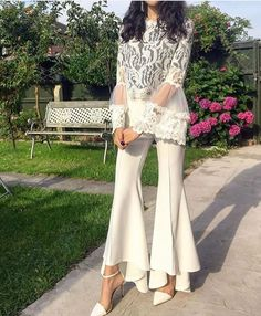 WHO tanyarnawaz UK I chose this all white outfit for my graduation because it s simple elegant and classy which describes the type of fashion I am most into All White Outfit, White Outfits, White Dress, Pakistani Dress Design, Pakistani Outfits, Fashion Pants, Fashion Dresses, Moda Chic, Pakistan Fashion