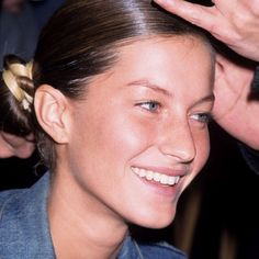 "topmoss: ""victoriassecretangelsss: ""Gisele Bundchen "" She reminds me of Bella Hadid "" Gisele Bundchen Young, Gisele Bündchen, Original Supermodels, 90s Models, Victoria Secret Angels, Bad Hair, Pretty People, Bellisima, Makeup Looks"