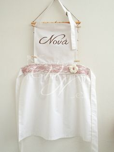 Vintage ποδιά νονάς με χειροποίητο πλεκτό λουλούδι - Vintage godmother's apron with handmade chrochet flower and lace