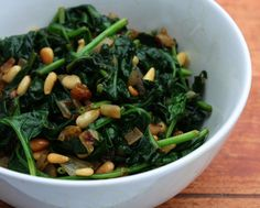 Spinach, pinenuts and raisins. Tryin to recreate a favorite dish from a tapas place. Yummy Vegetable Recipes, Spinach Recipes, Vegetable Dishes, No Carb Recipes, Vegan Recipes, Healthy Recepies, Veggie Delight, Brunch, Portuguese Recipes