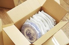 How To Pack Plates and Flatware for a Move Moving House Tips, Moving Home, Moving Day, Moving Tips, Moving Hacks, Site Sport, Organizing For A Move, Transportation Crafts, Home Organization