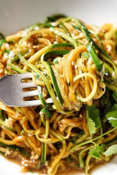 Get your fat-burning zucchini noodles ready in 20 minutes or less and gluten-free. : Get your fat-burning zucchini noodles ready in 20 minutes or less and gluten-free. Zucchini Noodle Recipes, Vegetable Recipes, Vegetarian Recipes, Cooking Recipes, Healthy Recipes, Zucchini Spirals Recipes, Vegan Zoodle Recipes, Cooking Games, Zucchini Rice