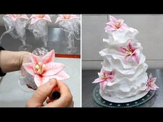 How to make a Beautiful Fondant Ruffle Cake *Torta de Boda con volantes Simple Fondant Cake, Fondant Cakes, Cupcake Cakes, Fondant Ruffles, Ruffle Cake, Fondant Flowers, Cake Decorating Techniques, Cake Decorating Tutorials, Fondant Tutorial