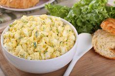 Ideal um vom Osterfest übrig gebliebene Eier zu verwerten ist dieses Rezept. Der würzige Eiaufstrich schmeckt köstlich auf frischem Brot.