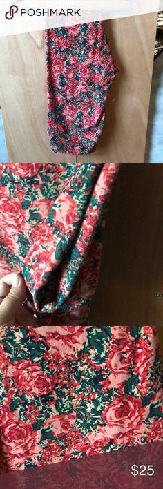 HTF LLR Leggings Beautiful! Roses overtop greenery. EUC. Hard to find print. LuLaRoe Pants Leggings