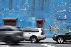 grafite de Banksy em Nova York, no Yankee Stadium, em 30 de outubro de 2013. Veja também: http://semioticas1.blogspot.com.br/2012/11/banksy-guerra-e-grafite.html
