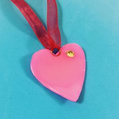 A Daniela le he hecho este colgante de silicona en forma de corazón #colganteshechosamano #colgantes #corazon