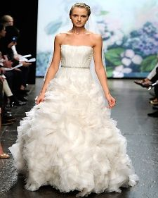 Couldn't see myself wearing this but it is really pretty. Morgan, you would be gorgeous in this dress : )