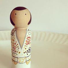 MY FAV PEG DOLL EVER ! I'm going to have to redo with the eagle outfit but love this. Crossing the Bugger-Dixon Line: Hand Painted Party Pegs