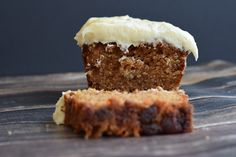 low fodmap carrot cake with cream cheese frosting - karlijnskitchen.com