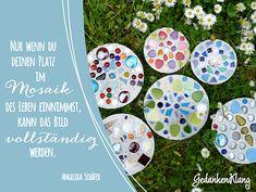 Beton-Mosaik-01 4 Kids, Diy For Kids, Sea Glass Crafts, Garden Stones, Kindergarten, Decorative Plates, Diy Crafts, Birthday, Creative