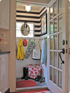 love those black and white striped walls!