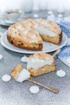 Klassischer Rhabarberkuchen mit Baiserhaube wie bei Oma Cupcakes, Dessert, Camembert Cheese, Goodies, Dairy, Chocolate, Blog, Pie, Yummy Cakes