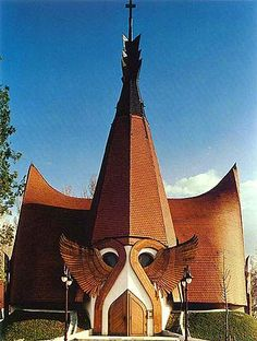 awesome_places - Lutheran Church by Imre Makovecz (Siofok/ Hungary) Church Architecture, Organic Architecture, Beautiful Architecture, Unusual Buildings, Amazing Buildings, Temples, Architecture Organique, Houses Of The Holy, Genius Loci