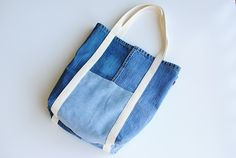 Earth Day DIY: Tote Bag from Upcycled Jeans - Stitching Sewcial Tote Bags Handmade, Diy Tote Bag, Reusable Tote Bags, Diy Bags From Old Clothes, Artisanats Denim, Denim Purse, Jean Purses, Denim Crafts, Upcycled Crafts