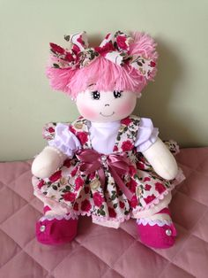 Boneca Articulada Sock Dolls, Baby Dolls, Doll Clothes Patterns, Doll Patterns, Happy Birthday Doll, Doll Videos, Pink Doll, Sewing Dolls, Ribbon Work